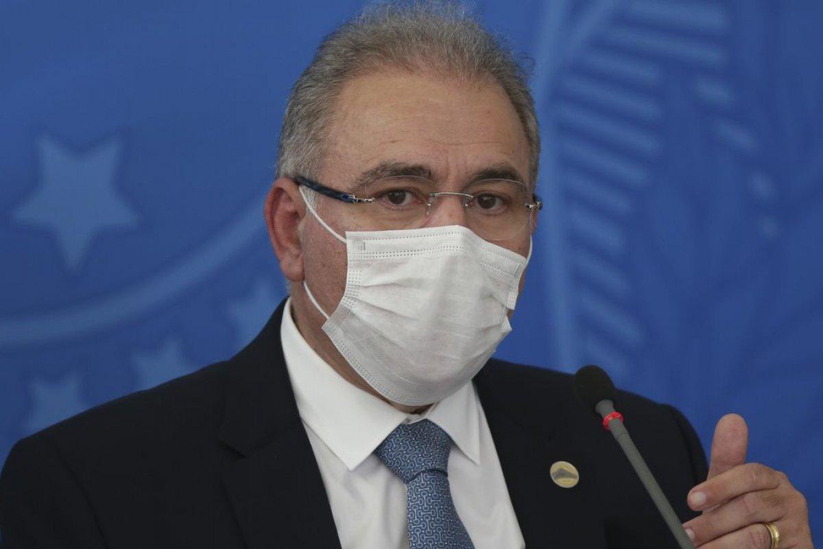 [Vídeo: Queiroga afirma que deve ser feito um estudo sobre desobrigação do uso de máscaras]