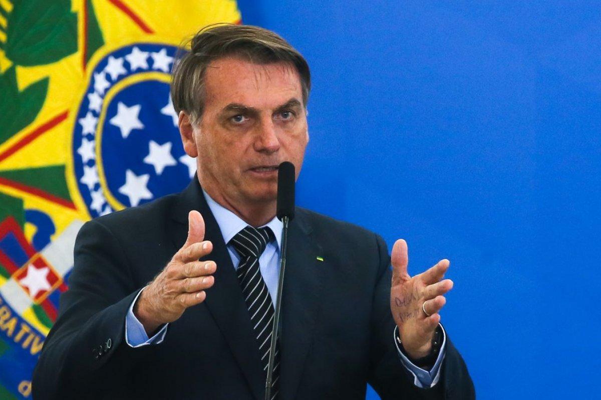 [Reprovação ao governo Bolsonaro recua, mostra PoderData ]