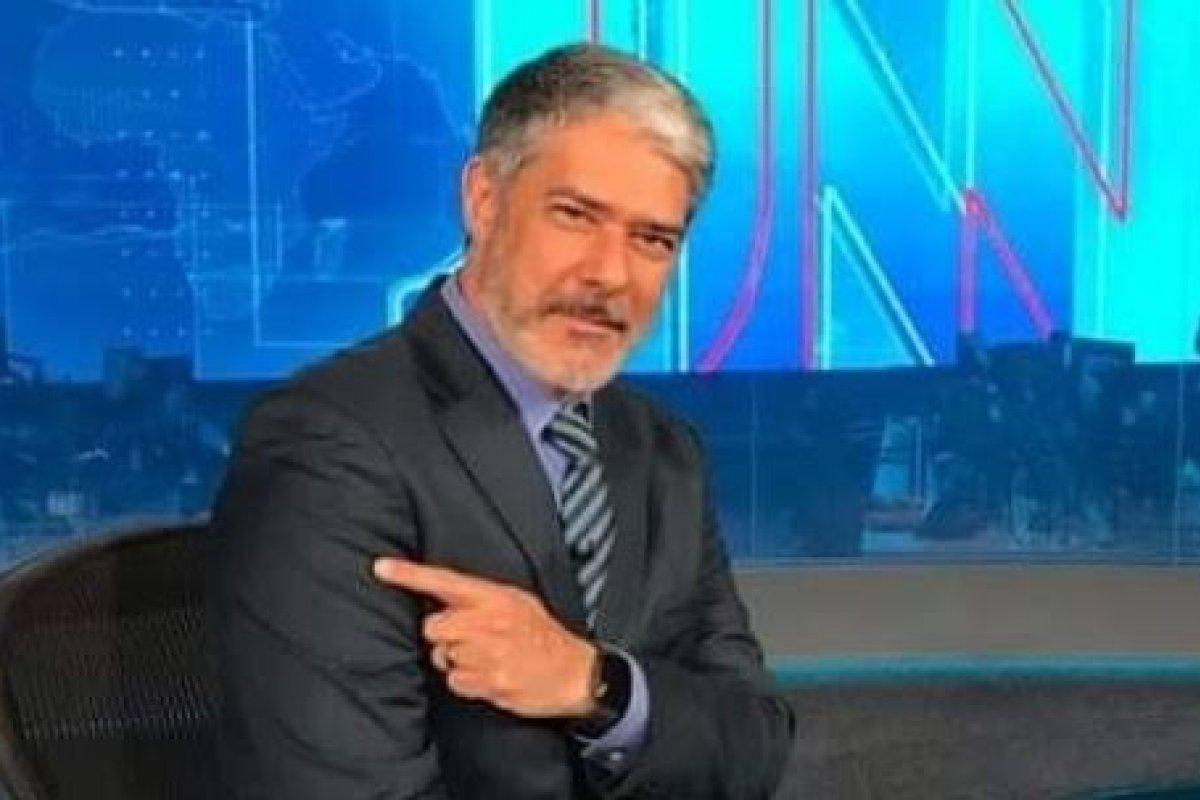 [Jornal Nacional recebe críticas no Twitter, após Bonner anunciar quepassará a exibir mensagens pessoais de jornalistas da emissora!  ]