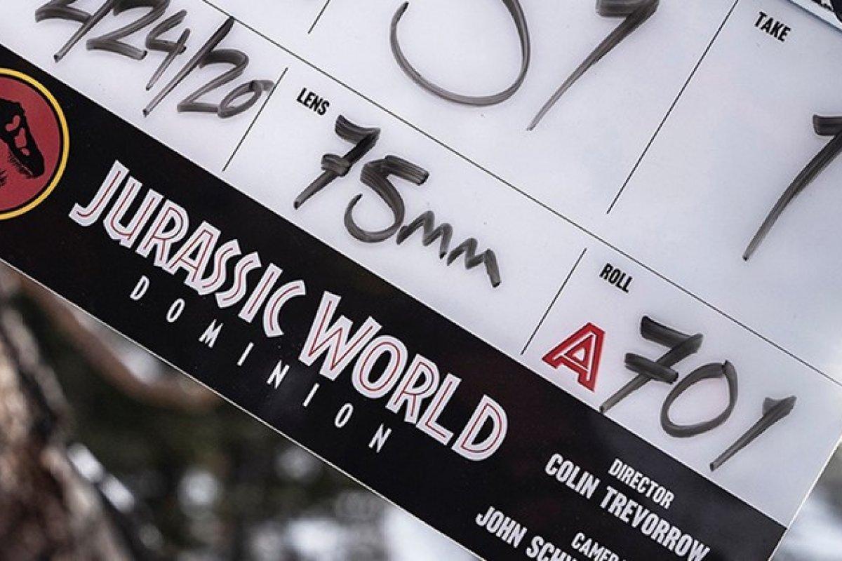 [Jurassic World 3: cena revela dinossauro com pernas]