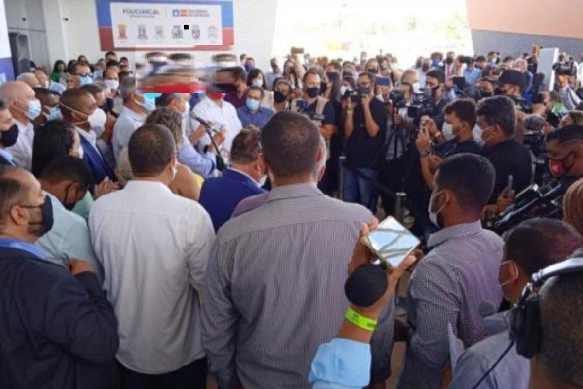 [Rui reúne mais de 100 pessoas em dia que Bahia tem 130 mortos por Covid]