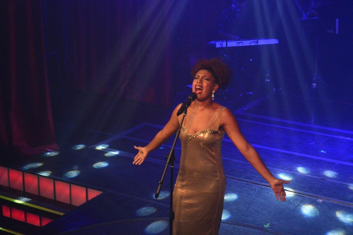 [Vencedora do 'The Voice Brasil' apresenta show em homenagem a Whitney Houston, em Salvador]