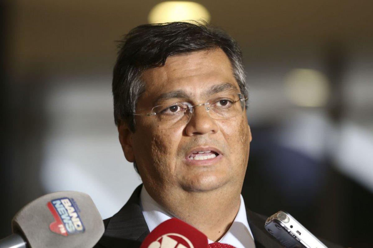 [Flávio Dino corta R$ 100 mi da Educação no Maranhão, diz César Pires (PV)]