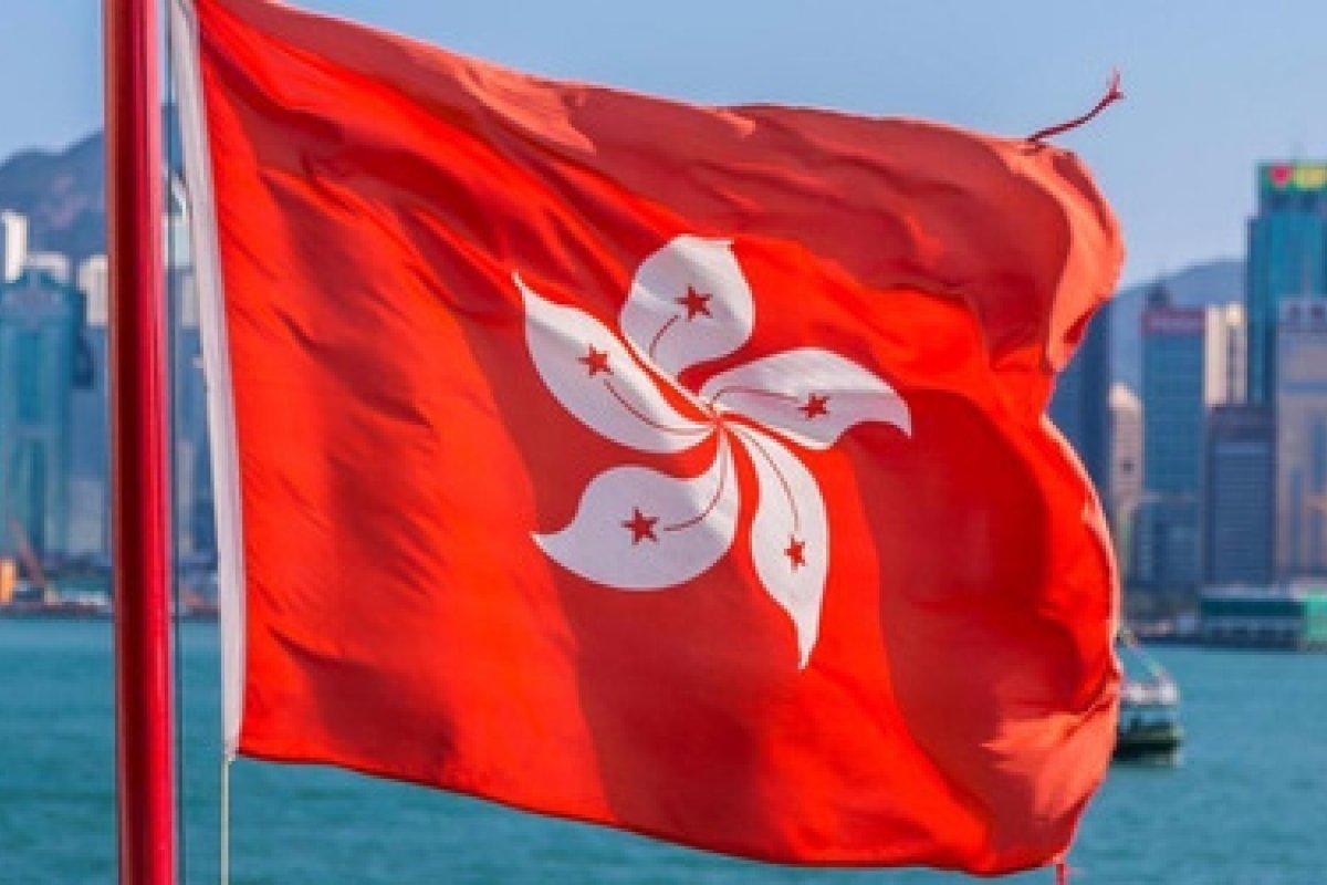 [Após ser alvo de operações, jornal pró-democracia de Hong Kong anuncia seu fim ]