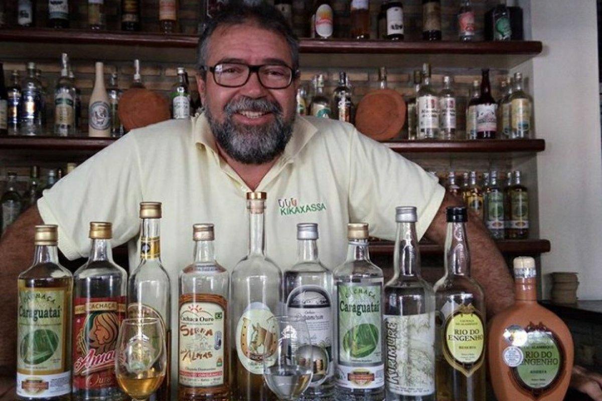 [Em comemoração ao Dia Nacional da Cachaça, evento reúne palestra e degustação de bebidas, no Rio Vermelho]