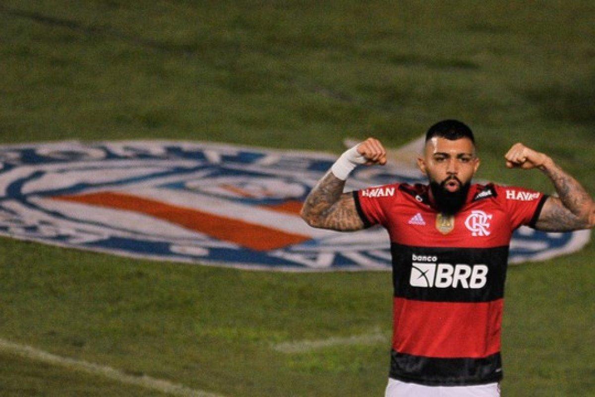 [Gabigol faz hat-trick e Flamengo passa por cima do Bahia com facilidade pelo Brasileirão]
