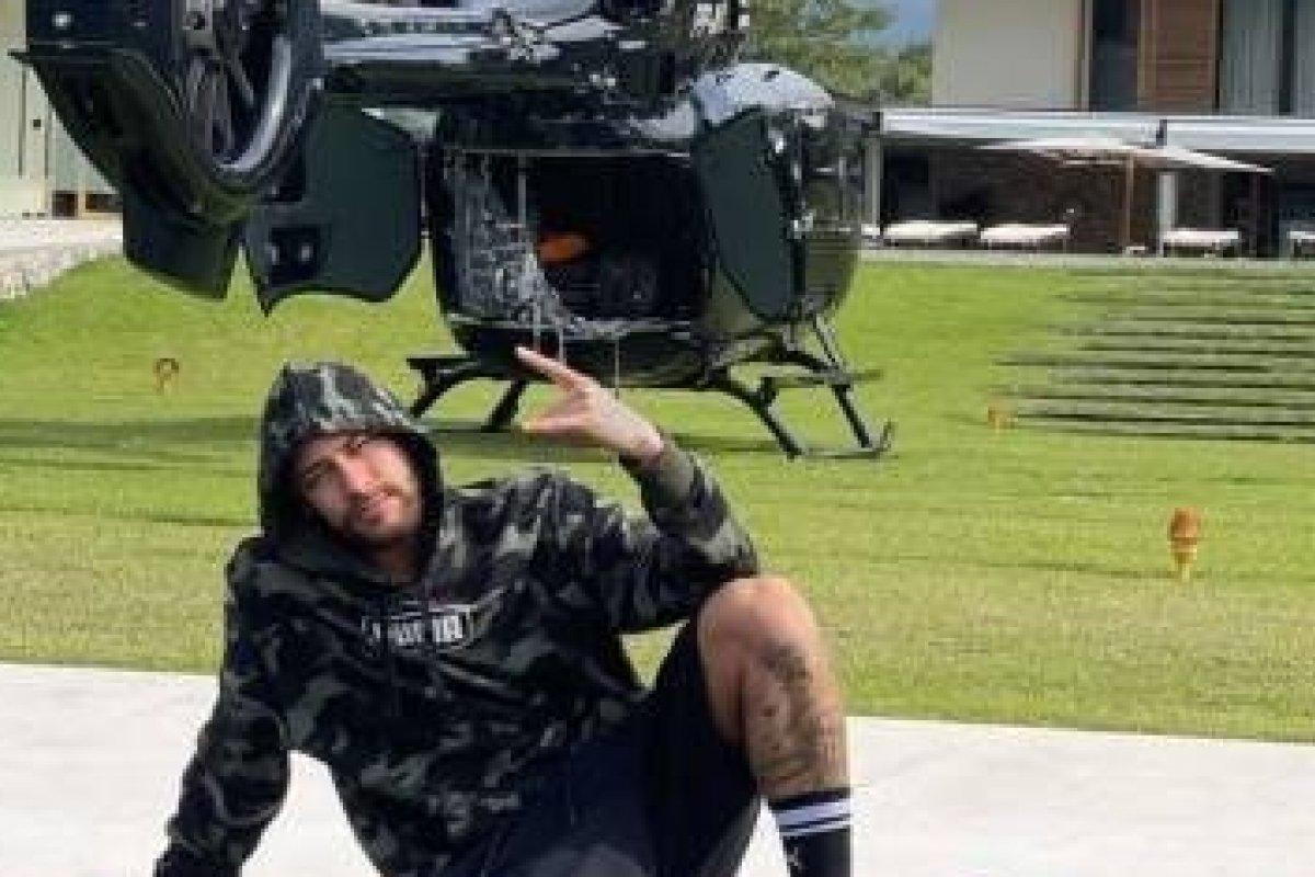 [Neymar ostenta em sua mansão em Mangaratiba um helicóptero de R$ 15 milhões]