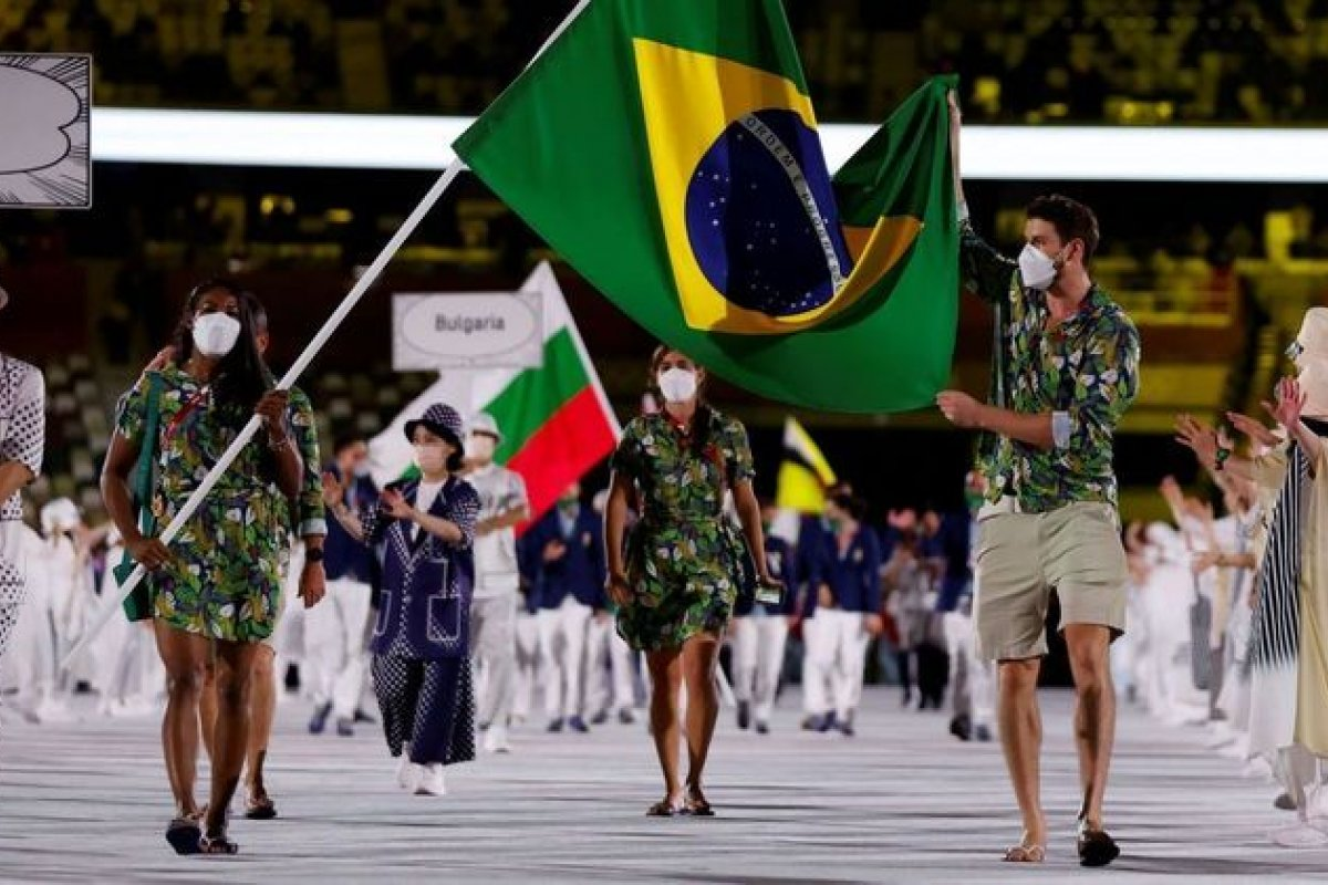 [Vídeo: Ketleyn e Bruninho representam o Brasil como porta-bandeira e mestre-sala na abertura das Olimpíadas ]