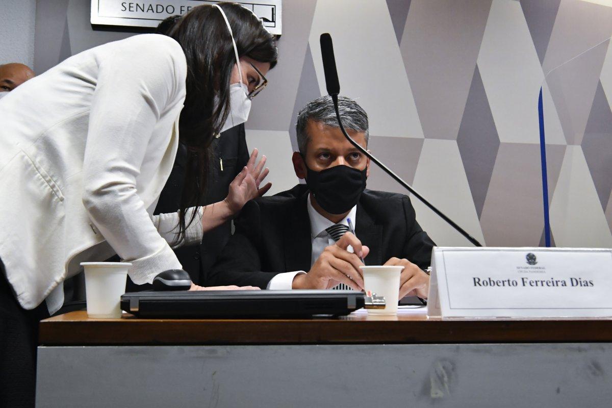 [Procuradoria abre inquérito para apurar suspeita de propina em compra de vacinas]