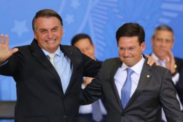 [Bolsonaro concede medalha para João Roma por apoio à saúde pública]