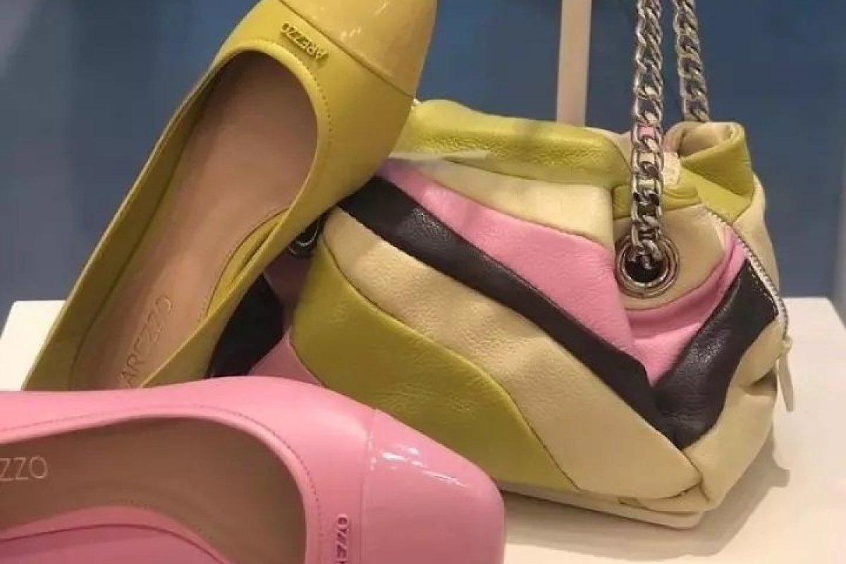[Arezzo do Shopping Paralela apresenta coleção em um  espaço totalmente repaginado ]