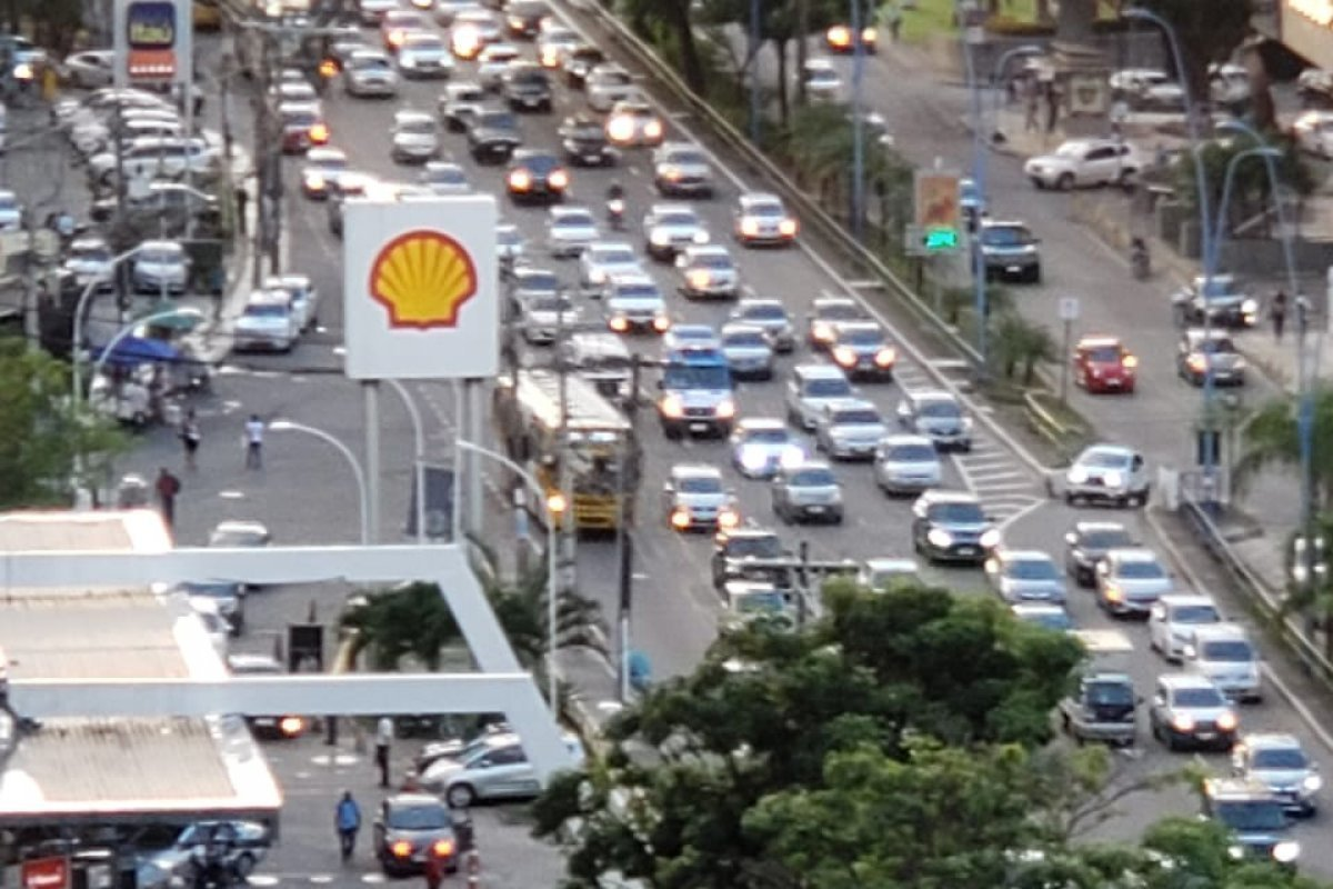 [Transalvador aponta três vias congestionadas nesta tarde em Salvador]