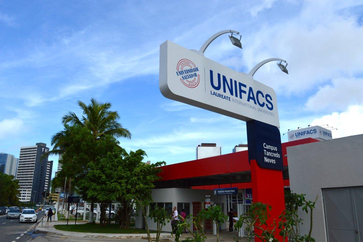 [UNIFACS recebe prêmio Top of Mind]
