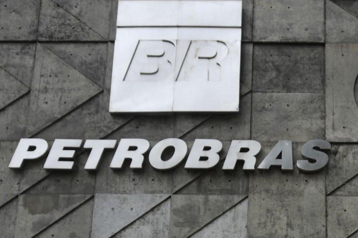 [STF anula correção de salários de empregados da Petrobras ]