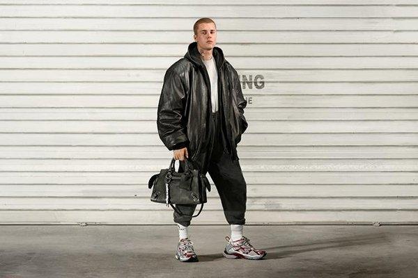 [Justin Bieber estampa a nova campanha da Balenciaga]