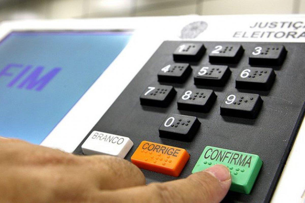 [ PF conclui que urnas eletrônicas precisam de aperfeiçoamento, mas voto impresso encarece o processo eleitoral]