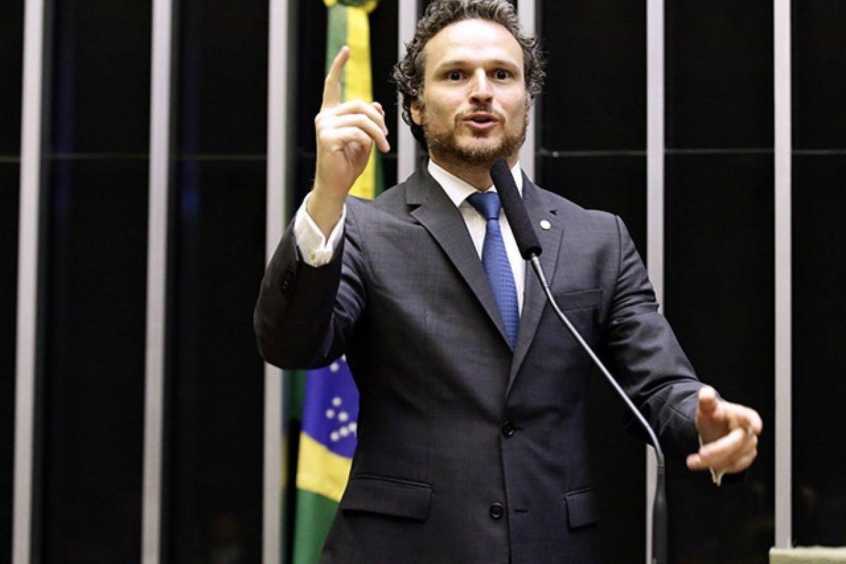 [O Lado B de Brasília - Fred Costa: não podemos ser mais um, temos que objetivar ser o melhor]