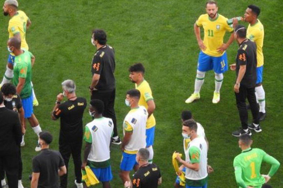[Anvisa interrompe partida entre Brasil e Argentina por descumprimento de protocolos sanitários por argentinos]