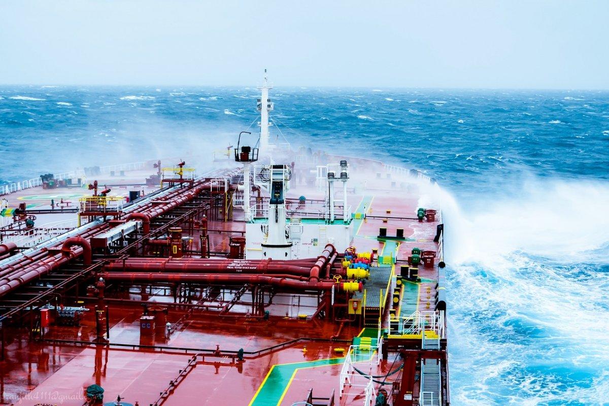 [Furacão, incêndios, pandemia e problemas operacionais impactam produção global das commoditys de petróleo, aponta AIE]