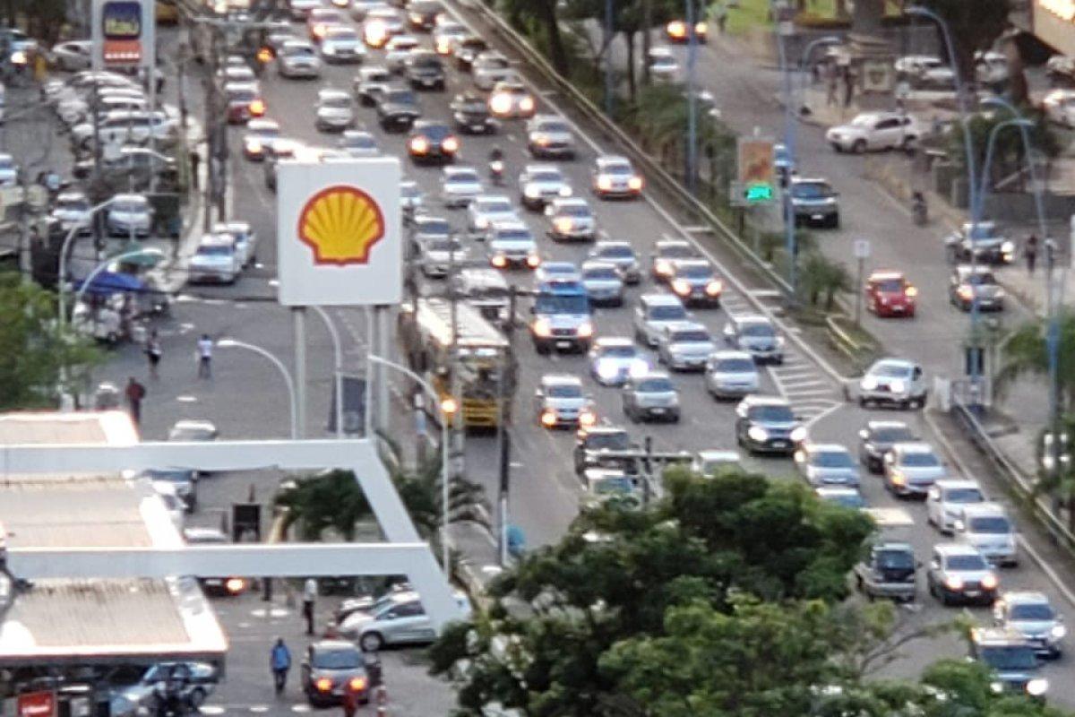 [Transalvador registra congestionamento em duas vias nesta terça-feira (14)]