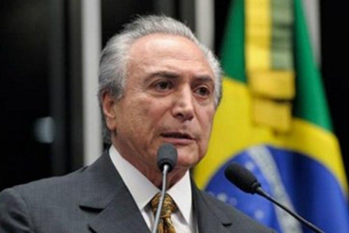 [Vídeo: Temer ri de imitações de Bolsonaro em jantar]