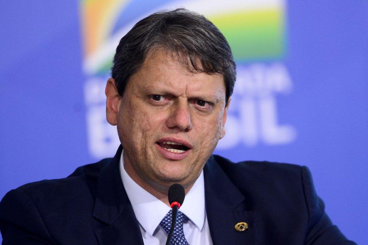 [Governo quer que brasileiro voe mais, para mais localidades, diz ministro da Infraestrutura]