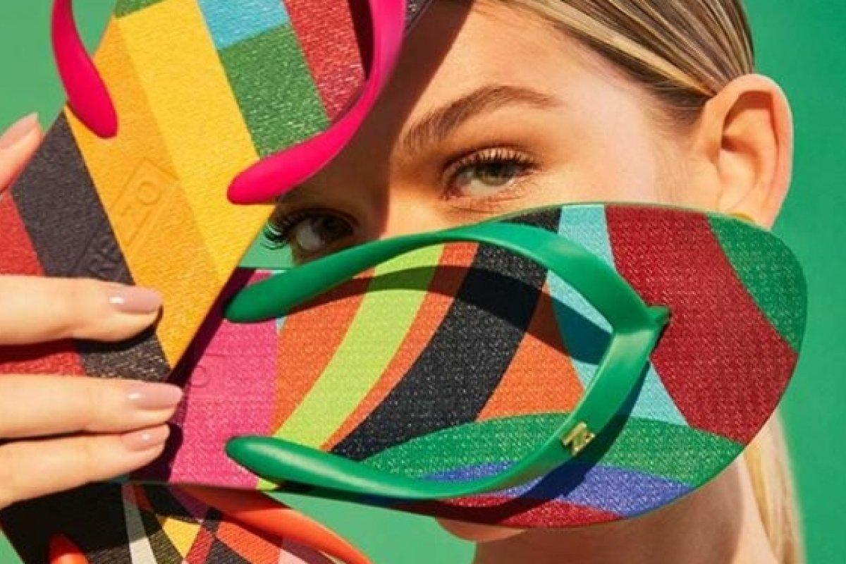 [Arezzo lança sua primeira coleção com a marca brasileira de lenços Scarf Me ]