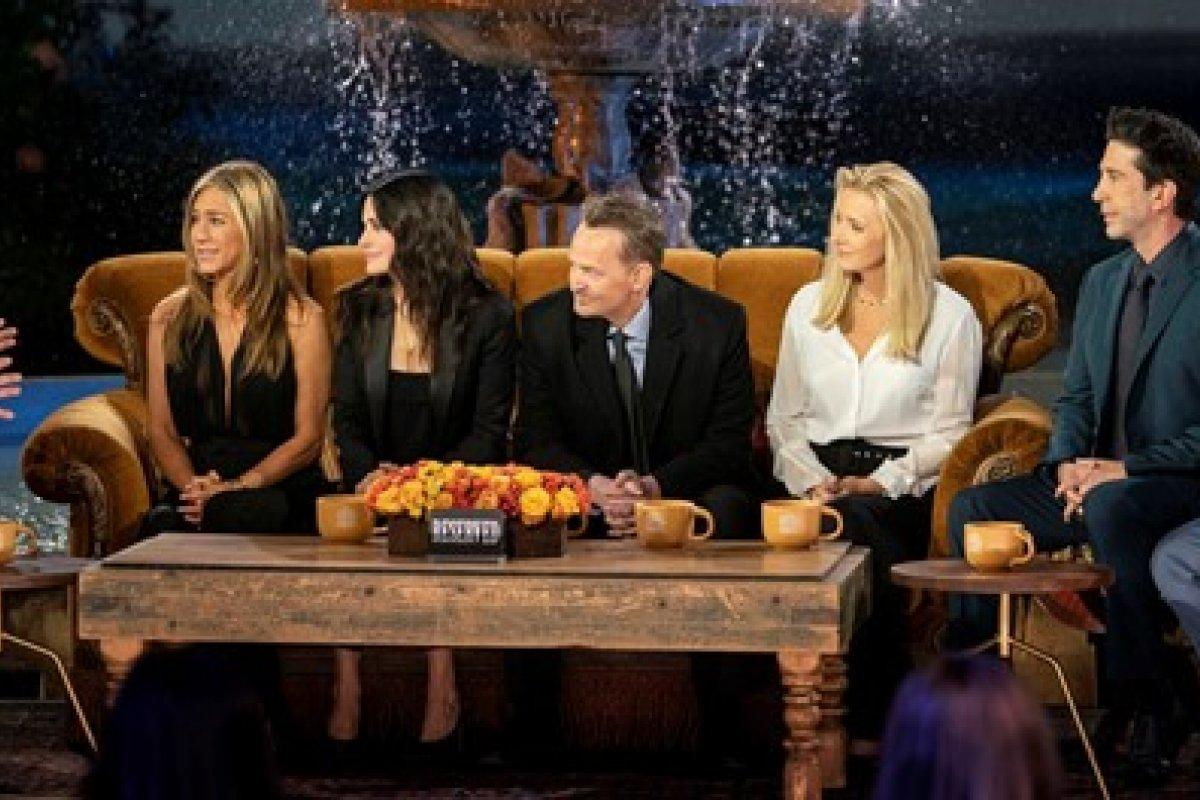 [Atriz Jennifer Aniston fala que reunião do elenco de Friends foi melancólica]