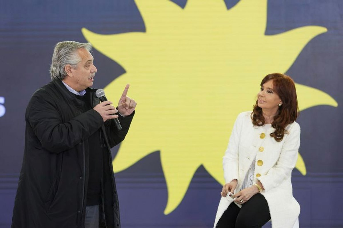 [Presidente da Argentina cancela viagens ao exterior para evitar que Cristina Kirchner assuma a cadeira]