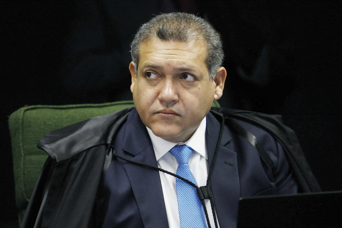 [Nunes Marques pede vista em julgamento que decide a suspensão dos decretos de armas ]