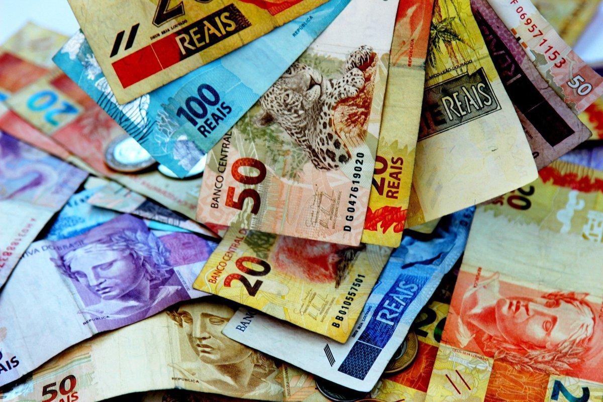 [Governo publica decreto nesta sexta-feira (17) que eleva IOF para custear o Auxílio Brasil]