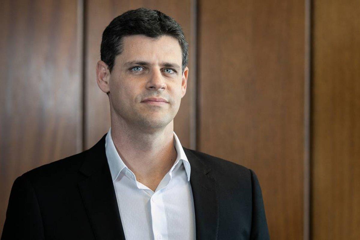 [Secretário especial afirma que governo prevê Bolsa Família de R$ 300 em novembro e dezembro]