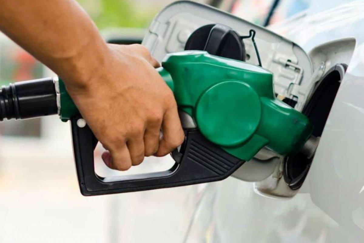 [Gasolina fecha quinzena a R$ 6,290, alta de 56,86% desde maio de 2020, aponta pesquisa ]