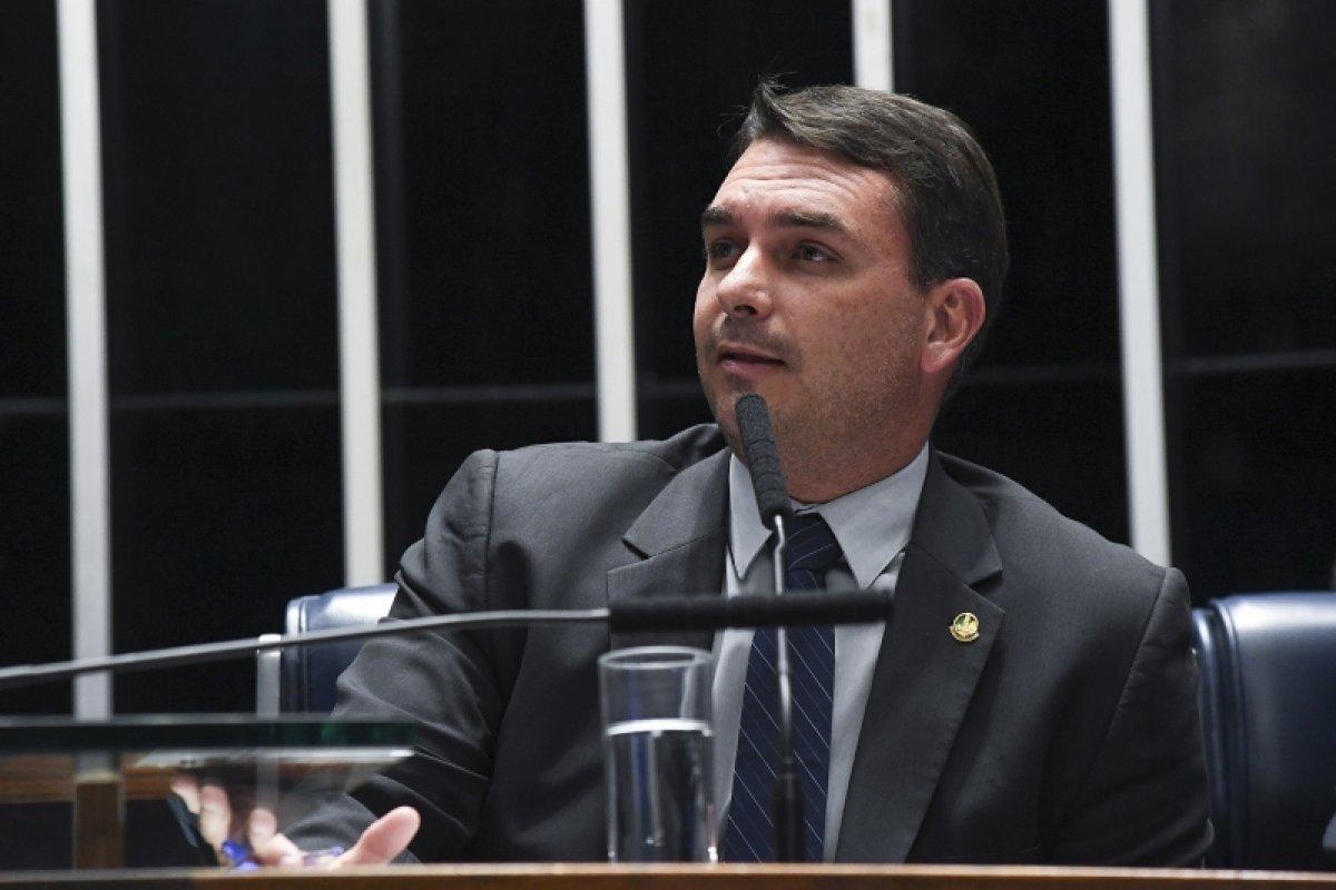 [STJ adia julgamento de recurso de Flávio Bolsonaro no caso das 'rachadinhas']