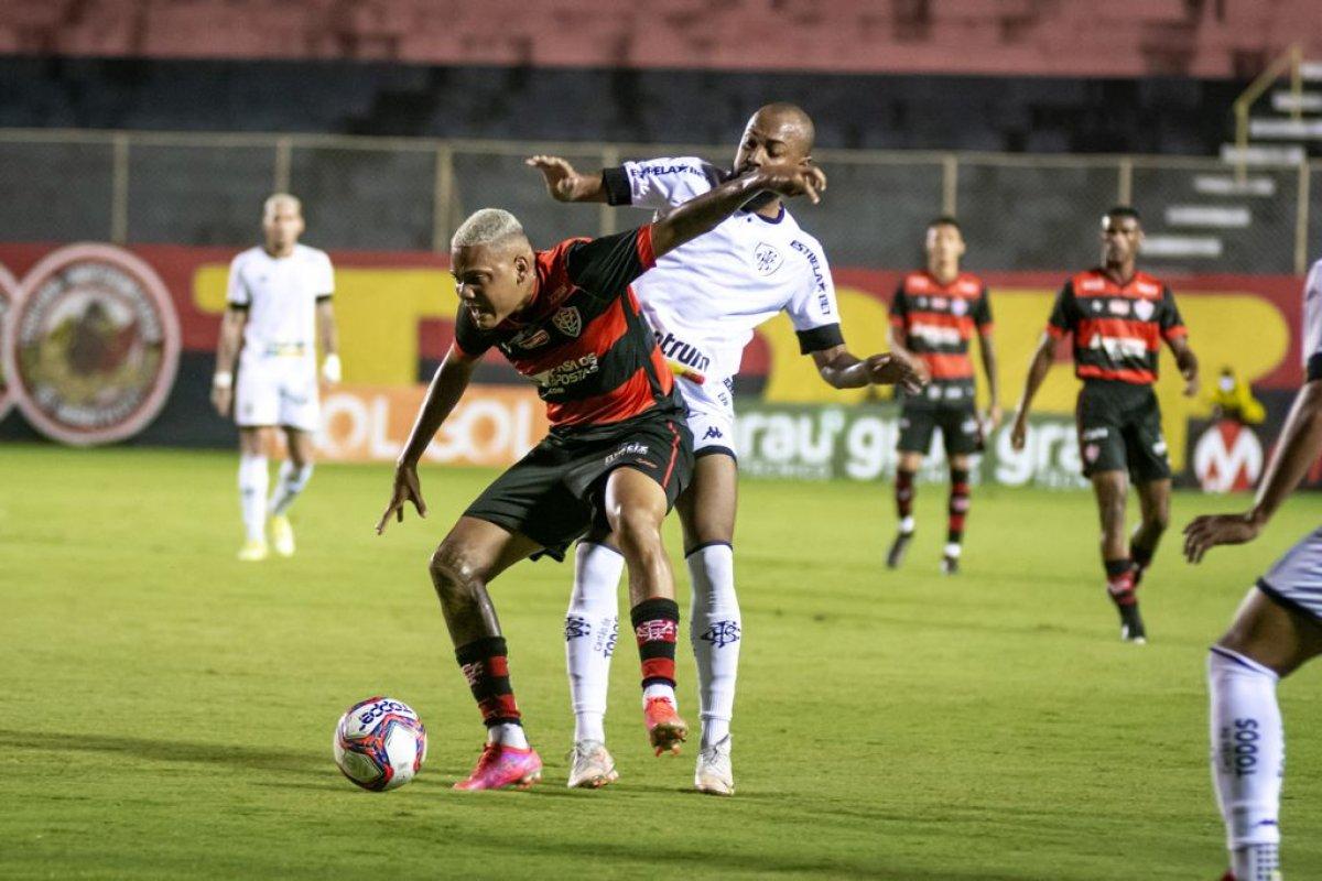 [Vitória empata sem gols com Botafogo e se afunda no Z-4]