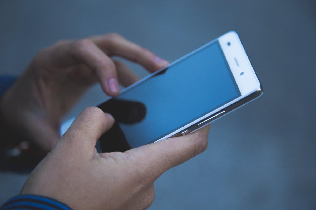 [Sistema de empresa que roteia SMS para o mundo todo é invadido por hackers ]