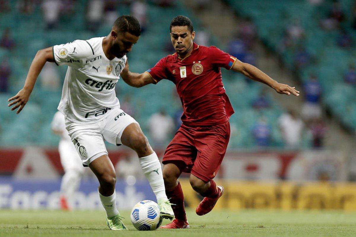 [Em jogo movimentado na Fonte, Bahia finaliza mais, enquanto Palmeiras lidera no quesito defesas]