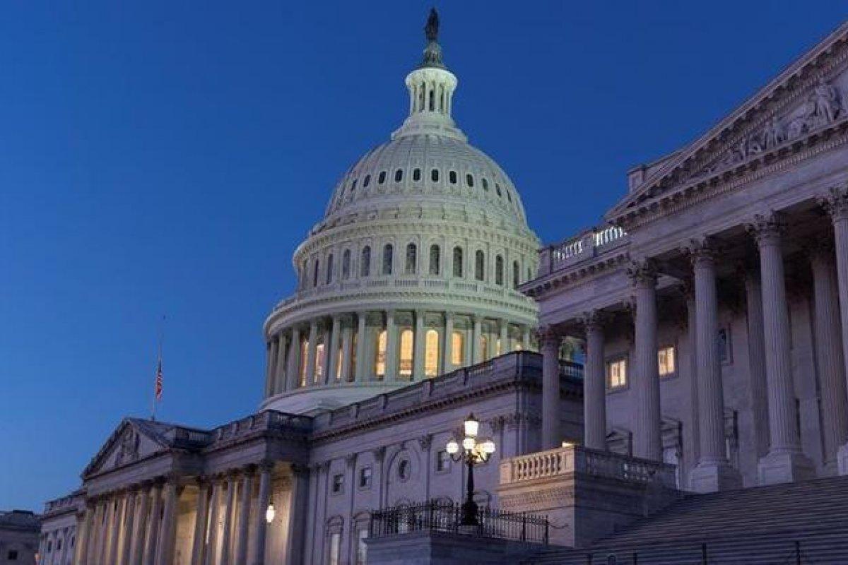[Câmara dos EUA autoriza aumento do teto da dívida para evitar calote]