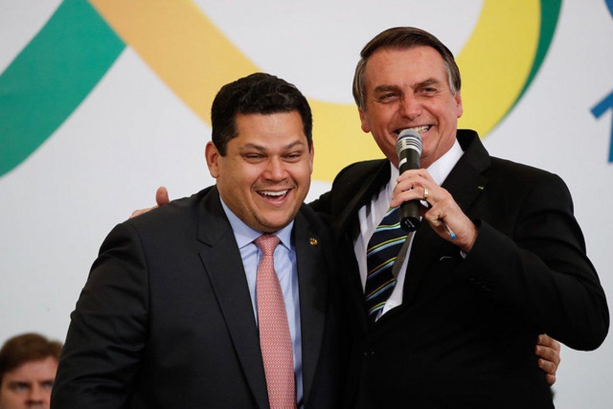 [Alcolumbre pode se reunir com Bolsonaro]