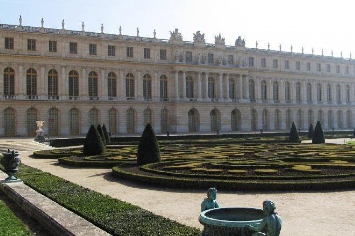 [Palácio de Versalhes ganhará hotel de luxo ]