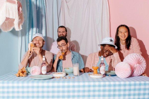 [Post Modern Connection, do Canadá, lança o EP 'Clustered Umbrella']