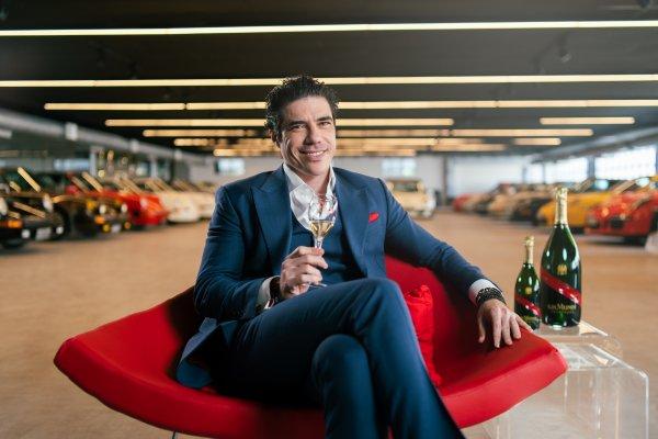 [Champagne GH Mumm apresenta piloto Rodrigo Mello como novo embaixador no Brasil]