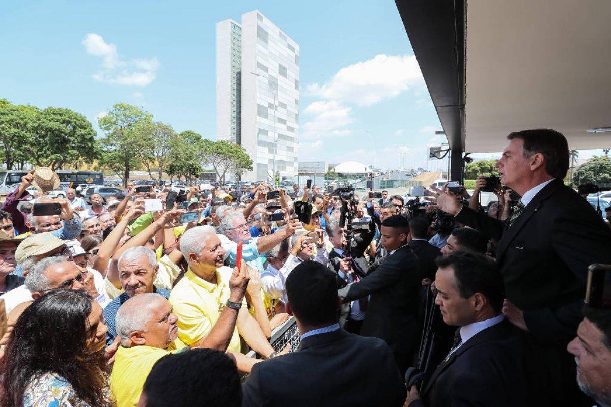 [Em discurso improvisado, Bolsonaro critica fala estrangeira relacionada à Amazônia]